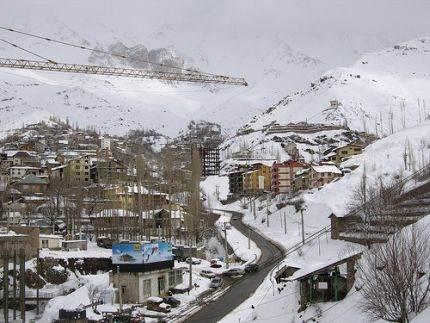 Skijalište Šemšak je udaljeno oko 56 km od Teherana, Iran