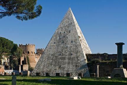 Cestijeva piramida u Rimu (Italija)