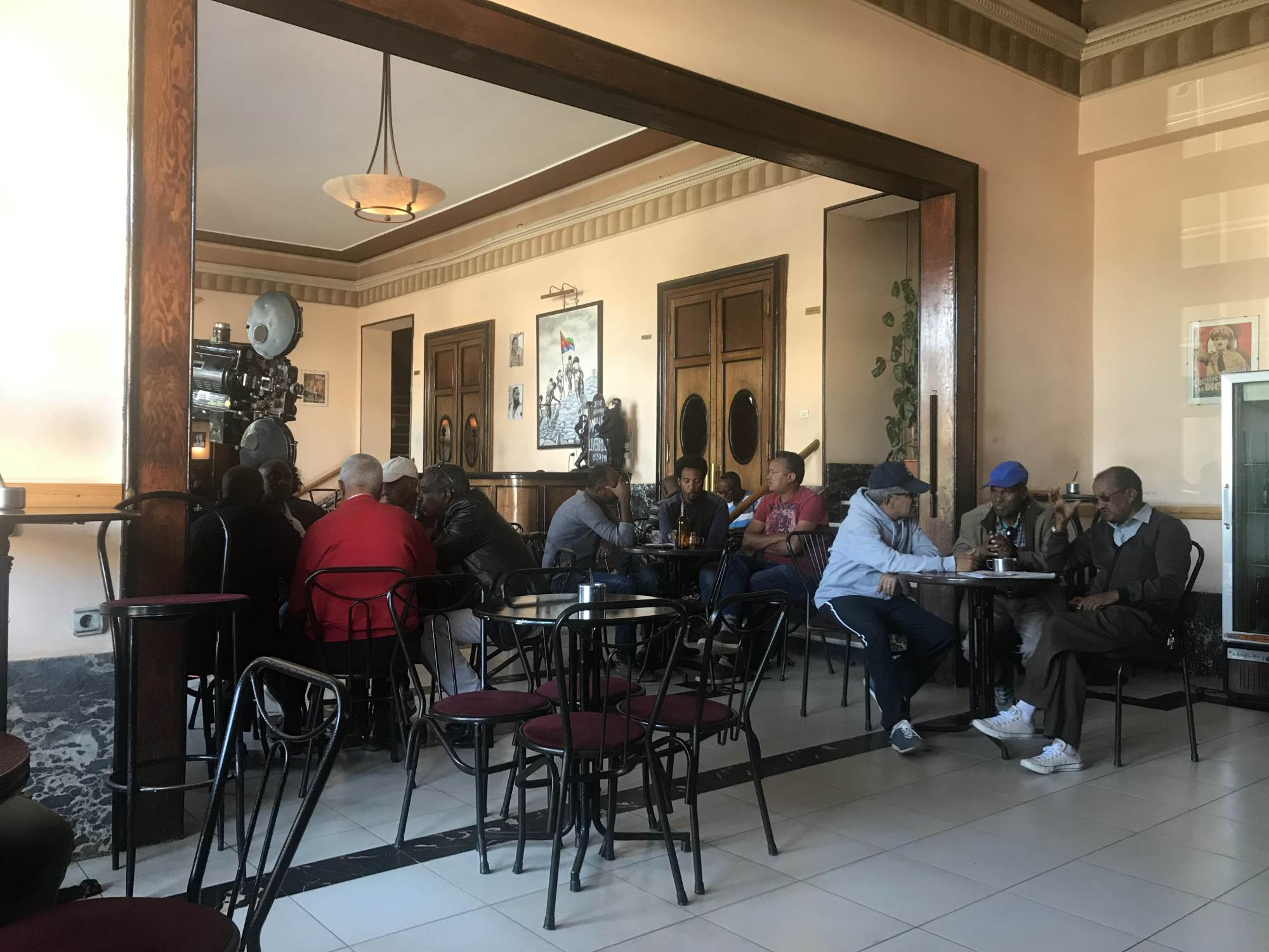 Atmosfera u kafiću u Asmari