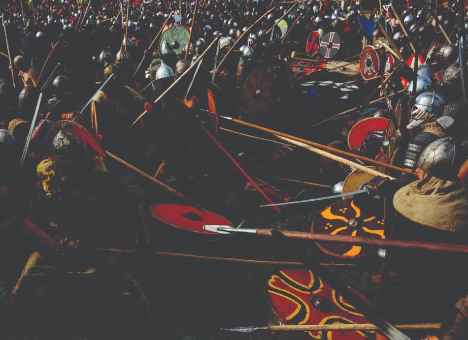 Do zuba naoružani kopljima i mačevima, obnovitelji starih bitaka vikinga i Slovena sukobljavaju se glumeći borbu na festivalu u Volinu u Poljskoj. Ono što je u ranoj vikinškoj eri počelo kao male pljačkaške čete preraslo je u vojske koje su pokorile velike delove Evrope.
