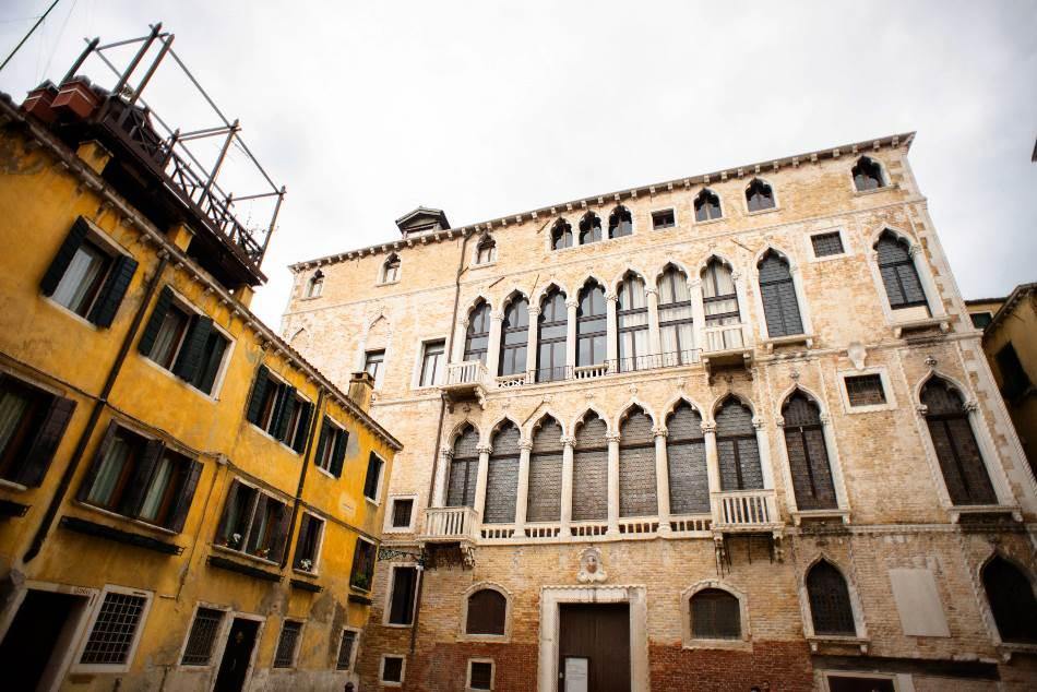 Velika neogotička palata u distriktu Campo San Beneto