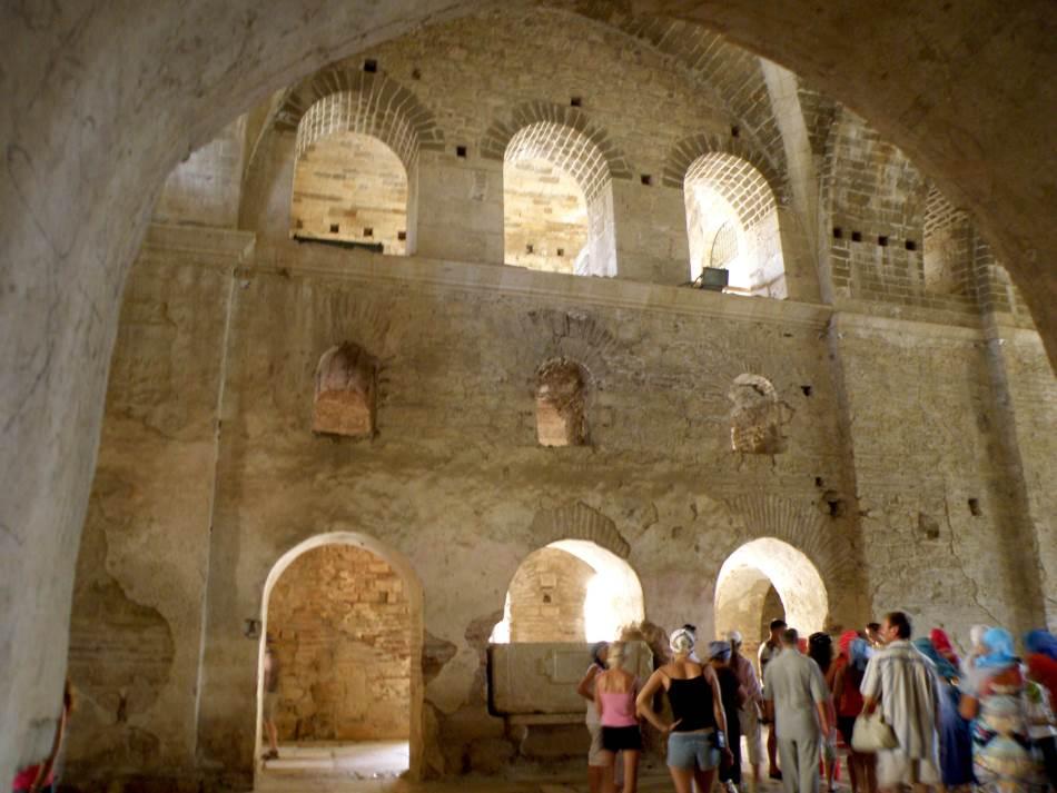 Nakon smrti, Nikola je sahranjen u Miri na mestu gde je dva veka kasnije započeta gradnja crkve