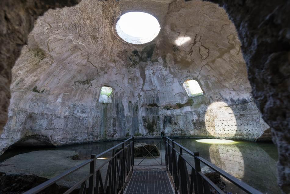 Kupole u baji su bile posebno konstrisane. Ostaci hrama bogu Merkuru.
