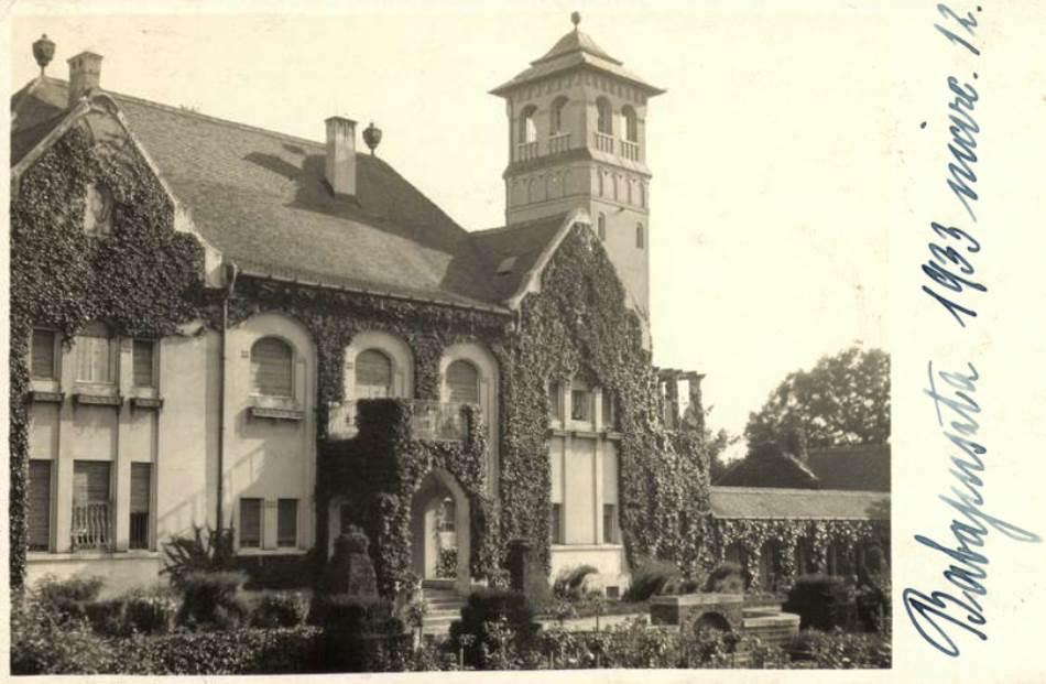Dvorac Karolja Fernbaha nalazi se u blizini današnjeg naselja Aleksa Šantić, nadomak Sombora. Izgrađen 1906. godine.