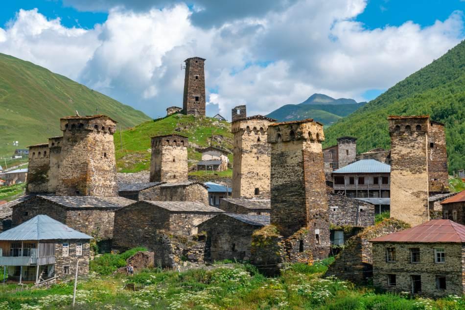 Karakteristične za selo, ali i čitavu oblast Svaneti su odbrambene kule