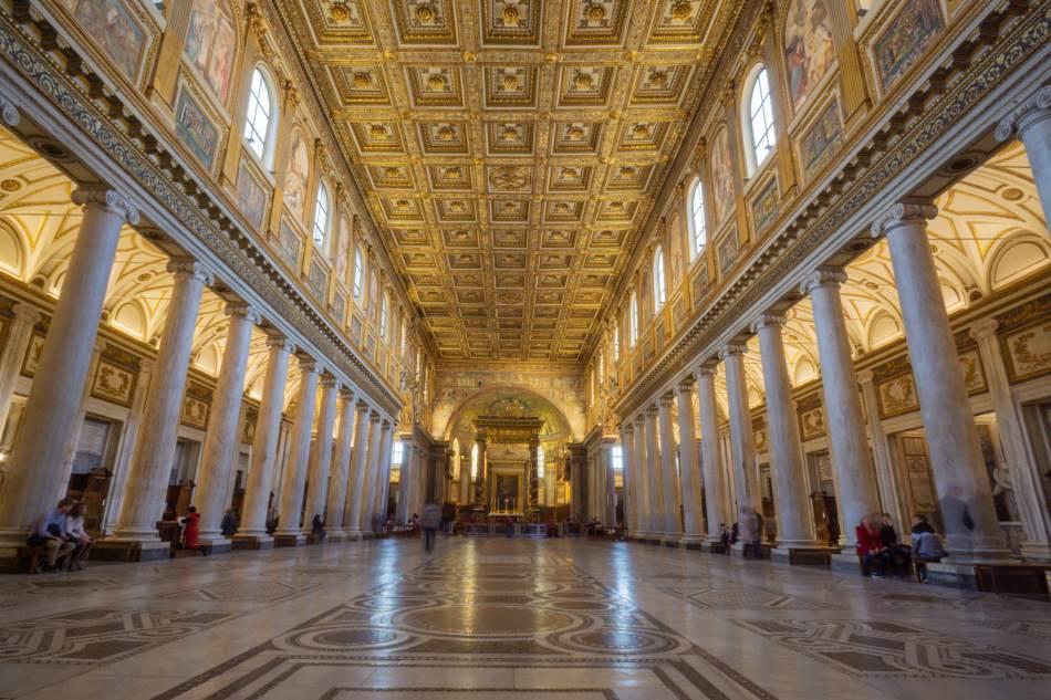 Unutrašnjost Bazilike Santa Marija Mađore