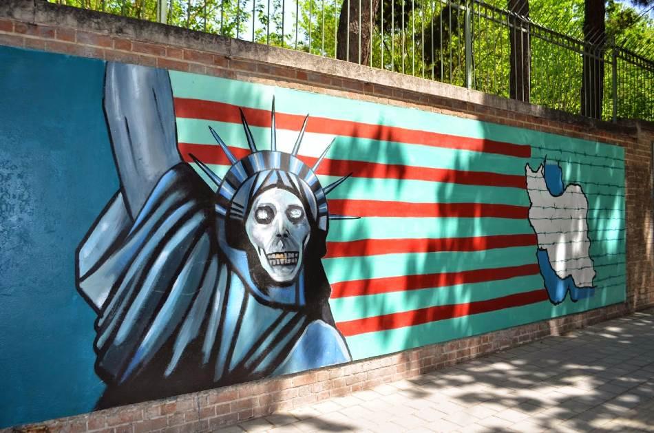 US Den Espionage, zid nekadašnje Ambasade SAD-a