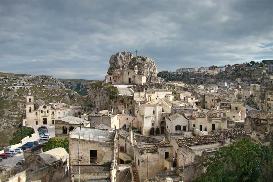 Drevni grad sastoji se od stotina Sasija (kamenih stanova) koji datiraju iz praistorije.