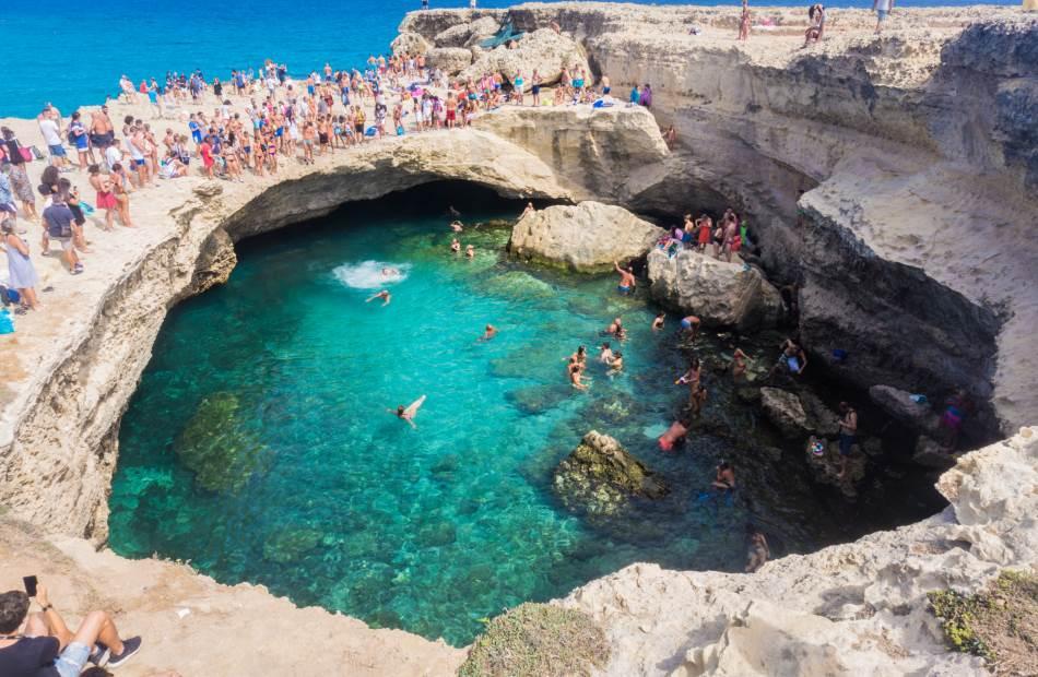 Prema legendi, Pećina poezije je bila omiljeno mesto za kupanje drevne princeze a prizor njenog plivanja nadahnuo je pesnike da pišu o njoj.