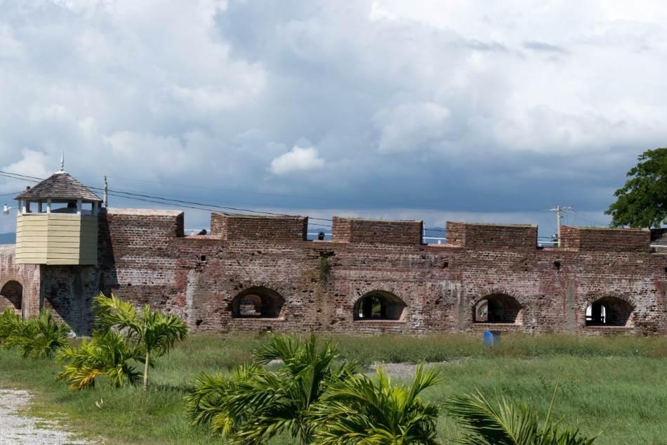 Ostaci zidina izgubljenog Port Rojala
