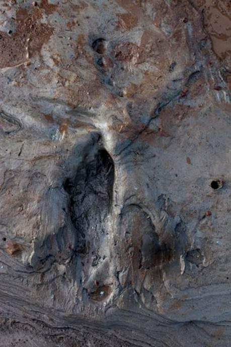 Oseka na ušću reke Severn kod Goldklifa, u Velsu, otkrila je ovaj otisak stopala nekog lovca od pre 7.500 godina, kada je kopno postepeno nestajalo pod narastajućim morem.