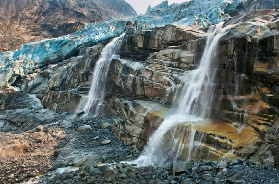 GLEČERI I LEDENE KAPE GLEČER TAHOMING, BRITANSKA KOLUMBIJA: Otapanje planinskih glečera doprinosi rastu nivoa mora za još jednu trećinu. Do 2100. godine podići će ga za nekoliko centimetara, ali ne i desetina centimetara. Ne sadrže toliku količinu leda.