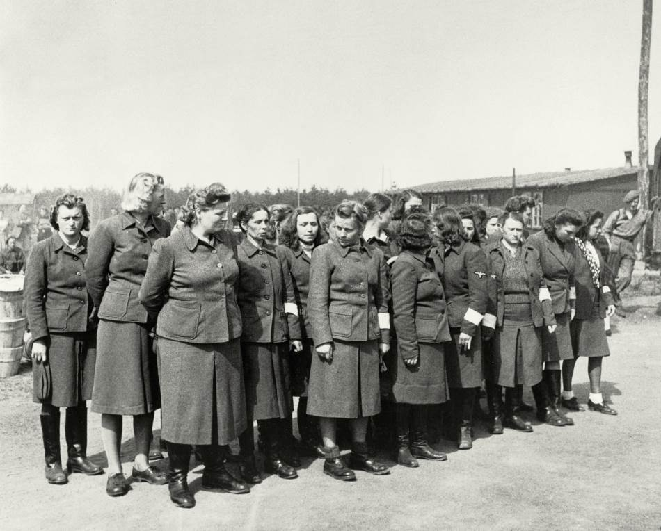 Čuvarke u logoru.