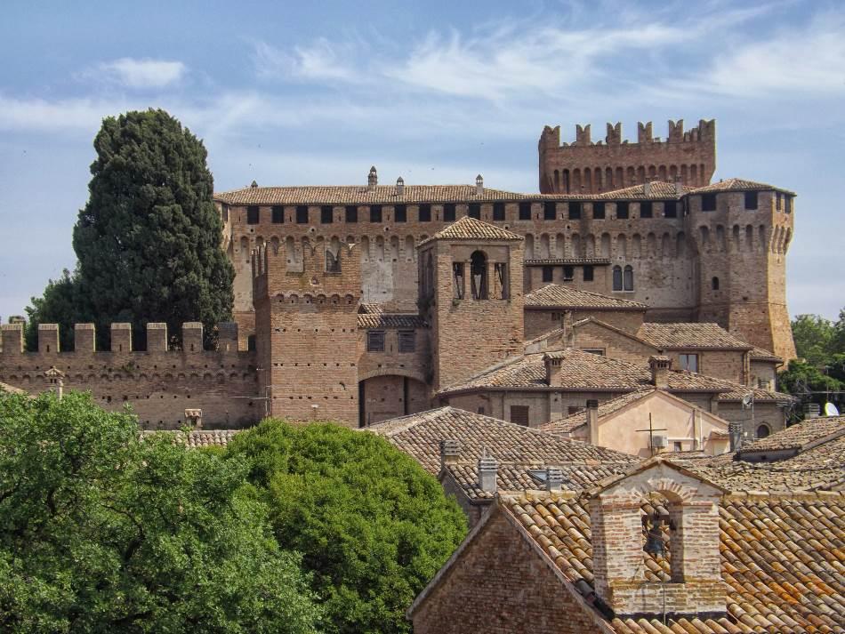 Zidine srednjovekovnog grada Gradara