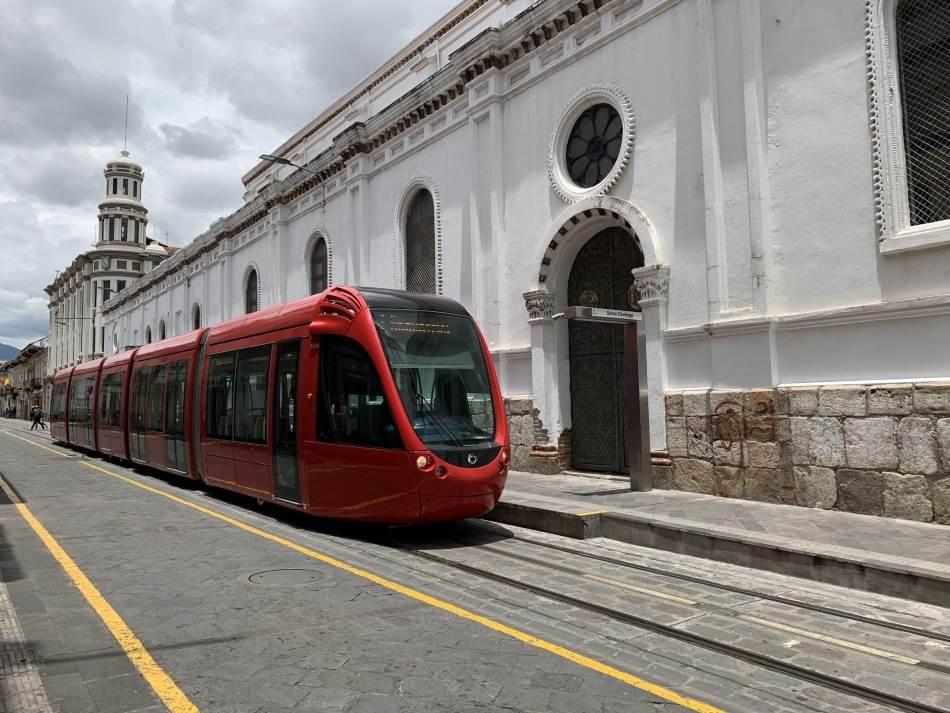 Gradske vlasti su od nedavno uvele novu tramvajsku liniju sa najmodernijim crvenim tramvajima kojima je moguće obići ceo grad.