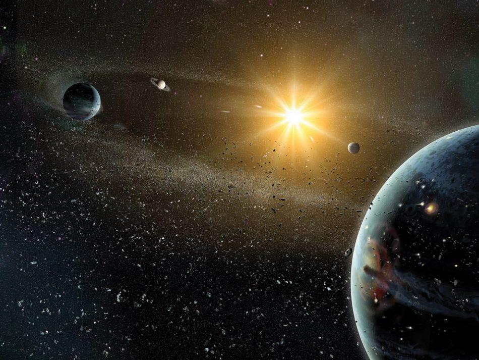 UZNEMIRAVANJE DŽINOVA: Kasno teško bombardovanje možda je bilo rezultat dramatičnog poremećaja planetarnih orbita. To je dovelo do toga da Neptun (u prvom planu) i Uran poremete pojas kometa, a Jupiter pojas asteroida. Prema modelu iz Nice (nazvanom po francuskom gradu u kome je osmišljen), Jupiter, Saturn, Uran i Neptun nastali su na maloj udaljenosti u solarnoj maglini, oblaku u obliku diska, prepunom kamenog i ledenog otpada. Kako su jaka gravitaciona polja četiri džina usisavala ili odbacivala taj otpad, njihove sopstvene orbite su se polako pomerale – sve dok nisu došle do kritične tačke.