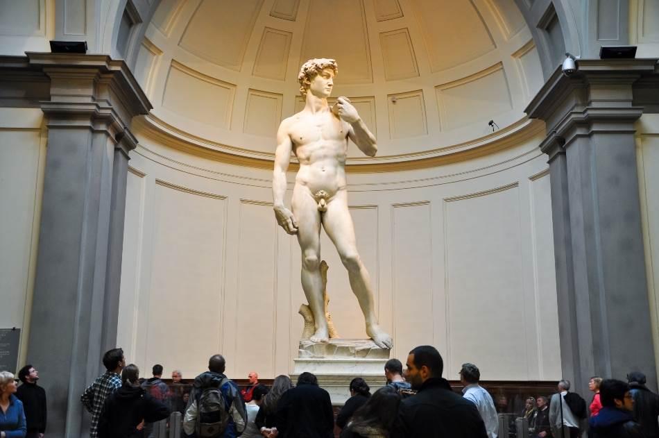 Genije se najbolje meri po tome da li njegov rad odzvanja kroz vekove. U firentinskoj Galeriji Akademije Mikelanđelov David uzdiže se nad zadivljenim posetiocima više od 500 godina nakon što je umetnik taj 517 centimetara visoki kip isklesao iz jednog jedinog mermernog bloka koji su odbacili drugi vajari.