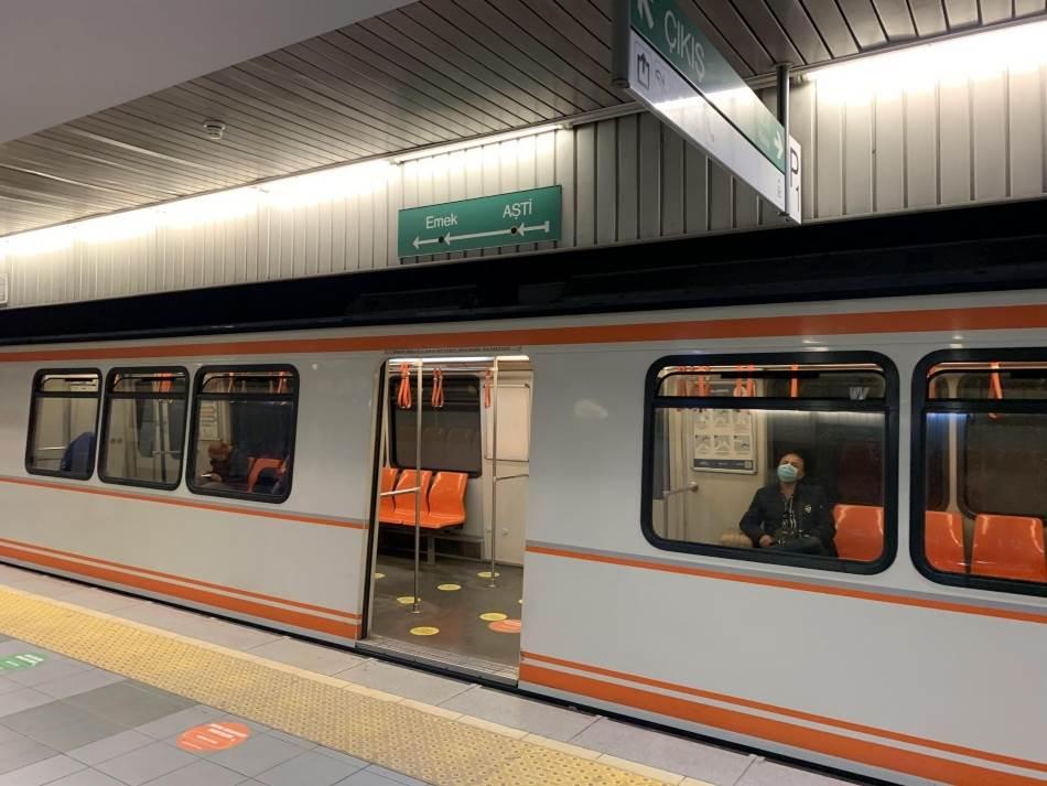 Vožnja metroom. Od stanice Ašti do Kizlaya potrebno je osam stanica, a stiže se za nepunih 15 minuta