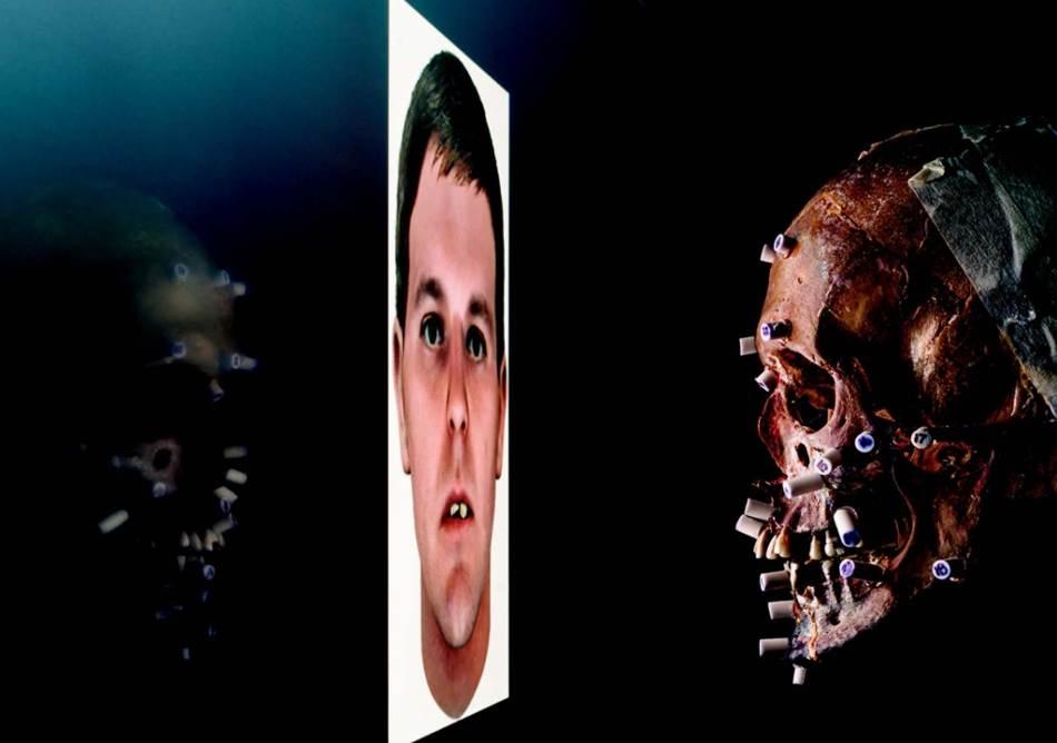 Lobanja ubijenog čoveka nudila je malo tragova o njegovom identitetu kad je 1985. godine pronađena u kanti za smeće u Glen Berniju, u Merilandu. Ali kompanija Parabon nanolabs uspela je da rekonstruiše lice žrtve pomoću DNK fenotipizacije i ključnih detalja s lobanje. Policija se nada da će neko prepoznati kompjuterski prikaz i pozvati ih.