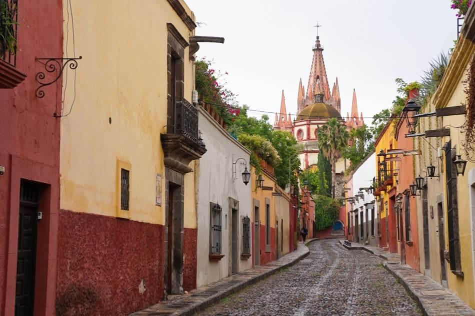 Boemski grad mami turiste svojim krivudavim kaldrmisanim ulicama