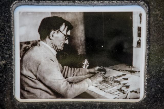 Foto TONS -Emerik Feješ Slika sa nadgrobnog spomenika1